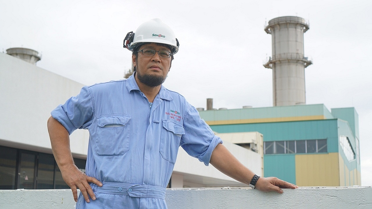 To 49-year-old Technical Officer Mr Abdul Razak, putting duty over personal holidays so as to keep the power plant at Senoko Energy running is key.
