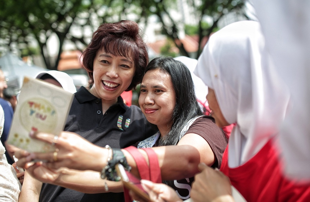 NTUC President Mary Liew sharing a selfie moment with one of the domestic employees attending our event