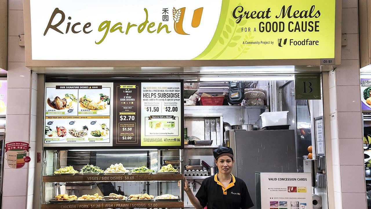 At Mdm Dieps Rice Garden stall, one can look to indulge in a wide mix of dishes comprising local favourites like Curry Chicken, Braised Pork as well as a selection of Vietnamese dishes.